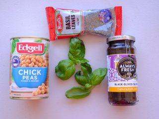 周末小食 ,面包抹酱2: 意大利风味 材料如图 没有新鲜罗勒 可以用干罗勒代替 但是最好先用橄榄油炒一会儿 才会🈶️罗勒的香味