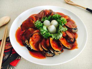鲜虾茄盒,配上生菜和荔枝,菜品颜色更加丰富,营养更加均衡。