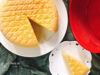 像海绵一样柔软的南瓜蛋糕,非常软,压一下可以立刻回弹。