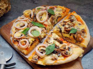 海陆双拼披萨,切开