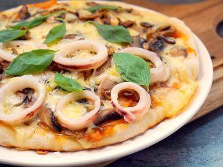 海陆双拼披萨,近看