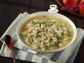 虾仁杏鲍菇豆花,将煮好的虾仁杏鲍菇羹倒入豆腐花上。