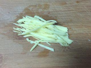 辣炒花蛤,姜切成丝