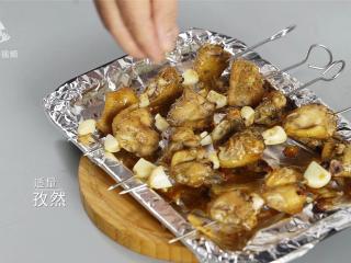 好吃到吮指的迷迭香烤翅,鲜香四溢味道赞爆,撒上适量孜然