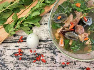 枸杞猪肝皮蛋瘦肉汤(清肝明目,清肝明目,这个炎热的夏天来一碗。