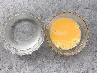 嫩滑花蛤蒸蛋,准备1.5倍温开水