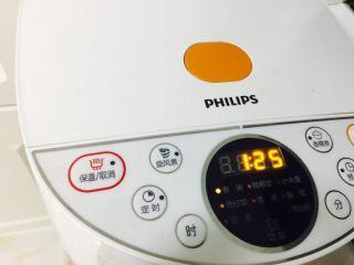 水晶皮冻,我用电饭锅做 很省力 不用看管 把小盆放入电饭锅中 时间是85分钟