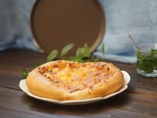 虾仁&脆皮肠披萨,成品图