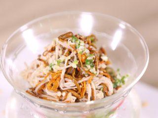 鲜菇虫草花,最后成菜,鲜菇虫草花,夏季清凉美食,一点也不油腻,口味淡点,效果更佳。