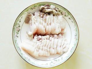 尖椒冻魔芋炒回锅肉,回锅肉切片!