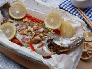柠檬烤鱼,美味的柠檬烤鱼就做好了。