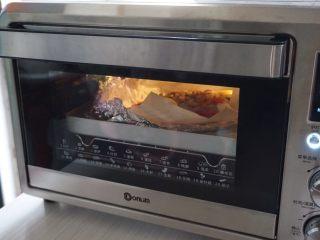 柠檬烤鱼,再将锡纸油纸打开,继续烘烤5分钟。