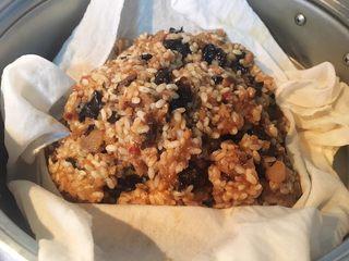 #食二星座#+牛肉瑶柱花菇烧卖,大概这样子。放到纱布里面(木有的话用碗盛好),蒸!