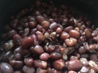 自制红豆沙,豆子盛出来,汤就留着自己喝哈!