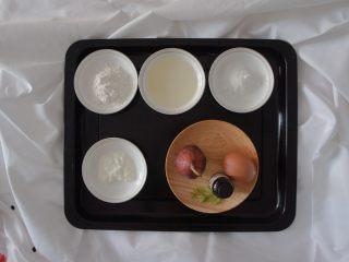 无花果酸奶蛋糕4寸,先准备好材料