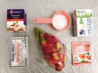 桃花源慕斯蛋糕,准备好慕斯蛋糕层的材料。  建议先准备奶油奶酪,因为要等奶油奶酪室温软化,在软化的这段时间里可以准备其他材料。