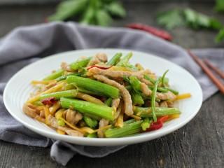 芹菜土豆炒肉丝,成品图