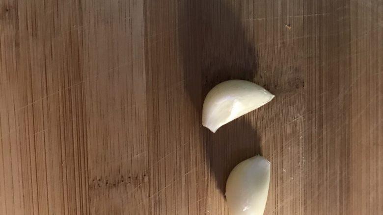 香煎羊排,蒜瓣,啊,我竟然…拍了两个…