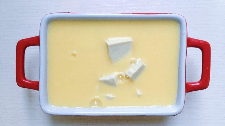 鲜虾豆腐蒸水蛋,将鸡蛋液表面的大气泡用牙签戳一下