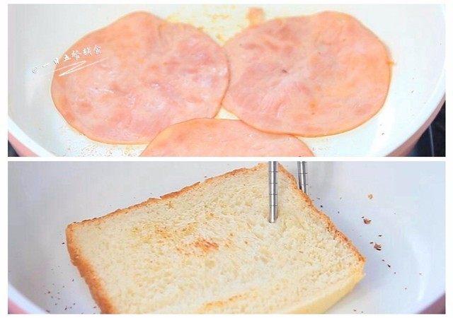 牛油果鸡蛋火腿三明治,火腿不放油煎至两面微黄。这里可以换成自己做的午餐肉;将吐司片放锅中,不放油煎至两面微黄变脆。吐司煎一下表皮脆脆的比较好吃,不煎也可以。