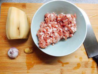 莲藕藕饼,准备材料(矮马这么凑图都木有够12张)