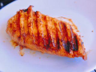 秘制异国风味鸡胸肉腌料&绝佳搭配 (减肥必备),接下来介绍个BBQ鸡胸肉的绝配吃法哦 煎好的鸡胸肉放一边晾凉