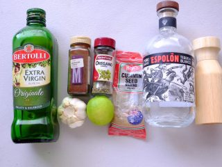 秘制异国风味鸡胸肉腌料&绝佳搭配 (减肥必备),墨西哥风味龙舌兰腌料的材料如上 如果没有龙舌兰酒 不加也没关系 但是青柠汁是必备的哦 这个不能少