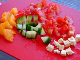 秘制异国风味鸡胸肉腌料&绝佳搭配 (减肥必备),准备Salsa酱的材料 可以和前面沙拉用一样的 但是要切成丁状哦