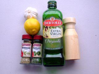 秘制异国风味鸡胸肉腌料&绝佳搭配 (减肥必备),意大利风味香草柠檬腌料 材料不多 口味也很清淡 最适合酷暑的日子了
