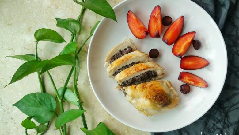 『减脂增肌』紫米鸡胸卷,可以配一些水果或蔬菜,依自己喜好就行