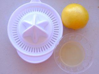 秘制异国风味鸡胸肉腌料&绝佳搭配 (减肥必备),切开柠檬 用半个柠檬挤压出汁水