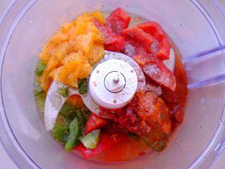 秘制异国风味鸡胸肉腌料&绝佳搭配 (减肥必备),把所有材料放入搅拌机 搅打成浆