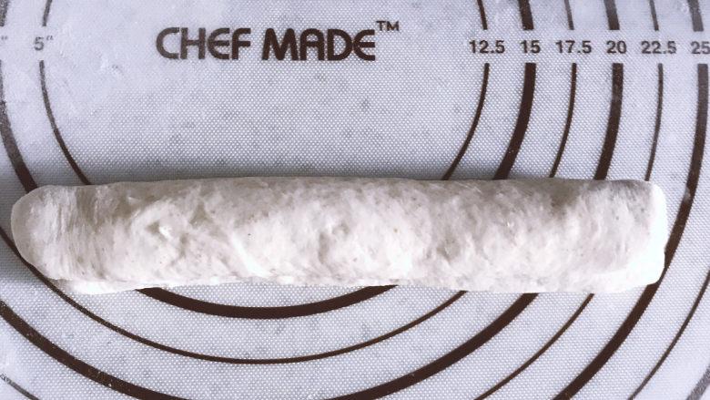 低油低糖的全麦贝果,然后再次折叠,捏紧收口