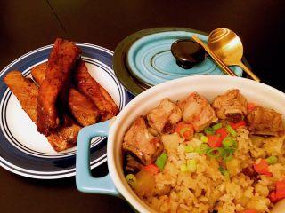 土豆排骨焖饭,鉴于Zoe我无肉不欢,同时煎了猪排配着吃。好多肉,好开心。