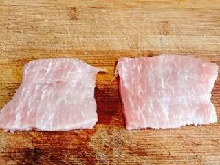日式炸猪排,从中间分开,大约5㎜厚