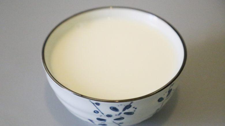 自制姜撞奶,不要搅动,静至约20分钟,即可凝结。