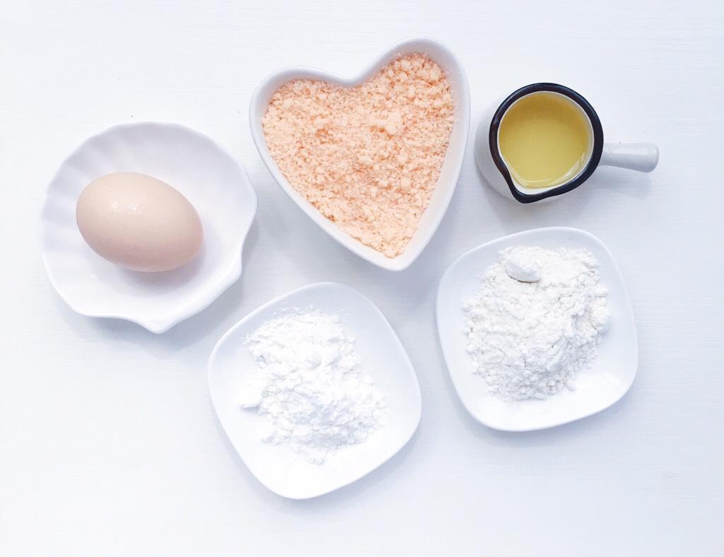 宝宝零食:简易版虾条,</p> <p>食材准备: 虾松50克 低筋面粉80克 玉米淀粉20克 油10克 鸡蛋一个