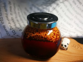 """椒香葱油面,但是,我极力推荐你再加一勺见我菜谱里的""""秘制飘香红油"""",如果你有幸又刚好做了的话~"""