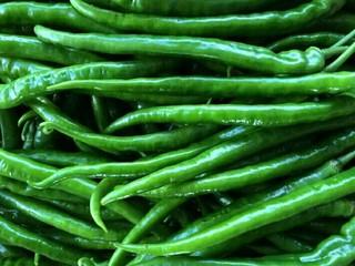 自制白辣椒,准备青椒适量,可以一次性多做点储存起来。
