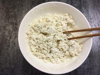 西葫芦鸡蛋饼 ,用筷子搅拌均匀