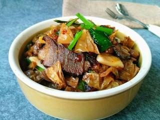 自制白辣椒,中午做的白辣椒炒肉,非常好吃! 明天更新做法,喜欢的亲记得来我菜谱查看做法。