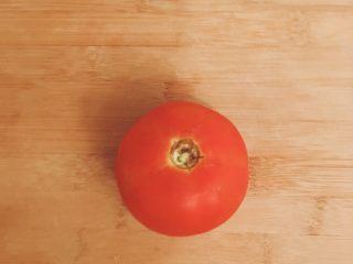 开胃番茄米豆腐,西红柿一个 可在底部划十字入开水中汆烫,去皮