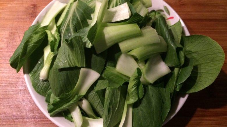 爱情便当1-香菇油菜+家常鸡腿,油菜切段备用