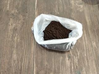 南瓜酸奶慕斯,放保鲜袋中用擀面杖压碎或料理机打碎