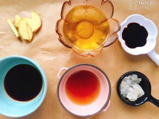 满满胶原蛋白的黄豆焖猪蹄,与此同时,准备焖猪蹄的材料。