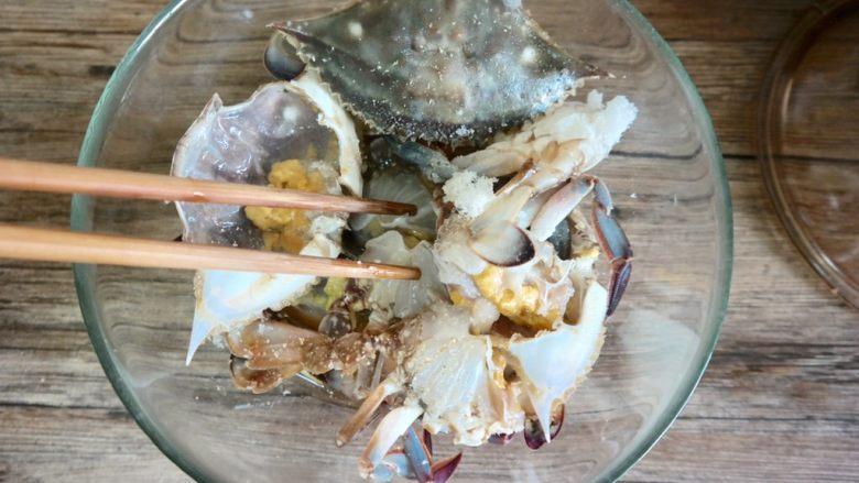 香辣螃蟹,搅拌后腌制一下20分钟