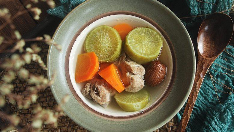 青红萝卜煲猪腱汤