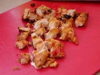 秘制异国风味鸡胸肉腌料&绝佳搭配 (减肥必备),放凉后切碎成丁