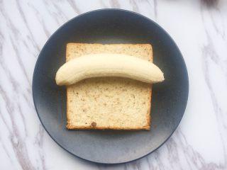 #快手早餐# 香蕉吐司卷,放入放入香蕉