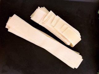 豆皮油麦菜卷,豆皮切成2.5㎝宽的长条